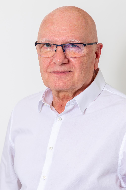 dr-radnai-zoltán-érsebész-1000x1500